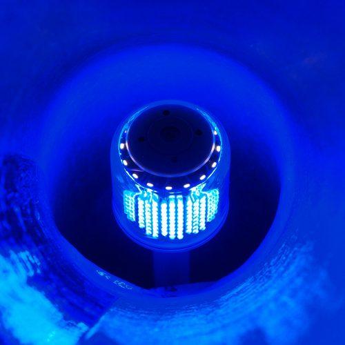 Leuchten Ihre Schlauchliner schon blau? Der kleine LED-Kopf (Kugelkopf) Generation 4 Model 336 von Bluelight eignet sich für Rohre der Durchmesser DN100 bis 200 mm. Foto: BLUELIGHT GmbH