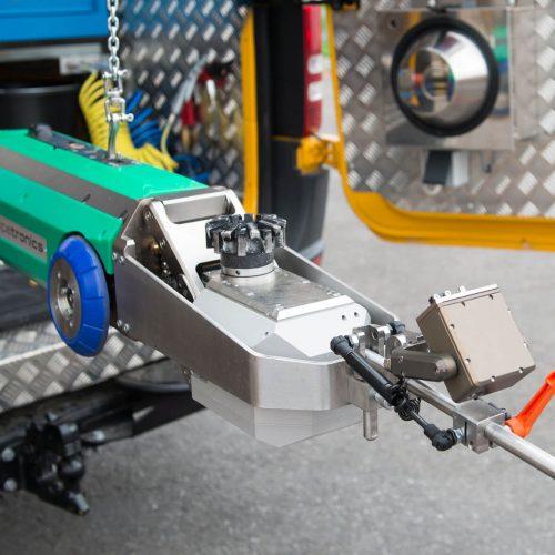 Im Dauereinsatz bewährt: eCUTTER, der elektrische Fräsroboter von Pipetronics arbeitet bis zu 10 Stunden mit einer Akkuladung.  Foto: Pipetronics GmbH & Co. KG