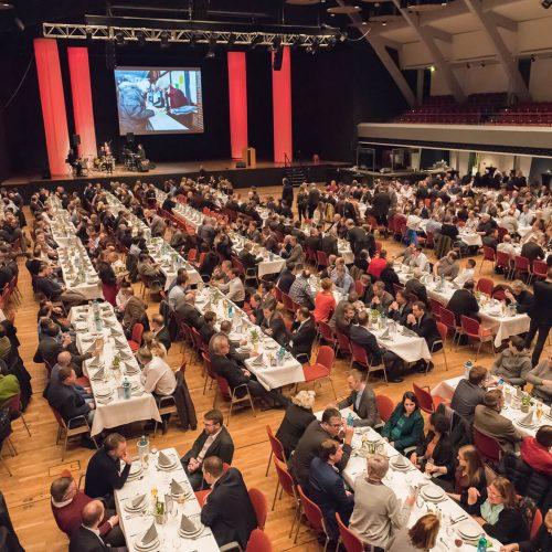 """Der """"Ollnburger Gröönkohlabend"""" in der Weser-Ems-Halle beschloss traditionell den ersten Tag des Forums. Foto: iro/michaelstephan.eu"""