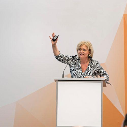Gabriele Weingärtner verdeutlichte in ihrem Vortrag, welche Herausforderung und Chancen das Mitwirken von unterschiedlichen Generationen in (Familien-)Unternehmen birgt.  Foto: Rohrleitungsbauverband