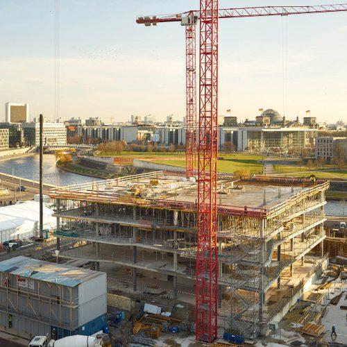 In bester Lage, mit Blick auf Reichstag und Kanzleramt, wächst der cube berlin Etage um Etage.  Foto: ULMA