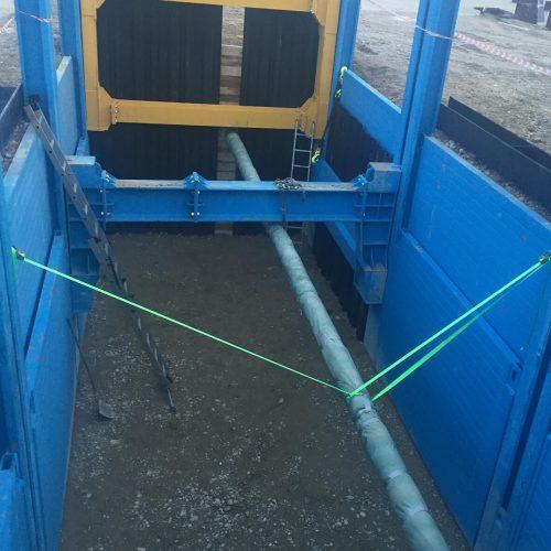 Der neue Kopfverbaulaufwagen übernimmt sowohl die Druckkräfte aus den Längsseiten des Grabenverbaus als auch die Lasten der Stirnseite. Foto: thyssenkrupp Infrastructure
