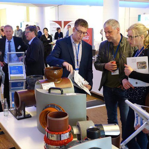 Auf der begleitenden Fachausstellung informierten sich die Teilnehmer über aktuelle Entwicklungen aus der Branche. Foto: TAH