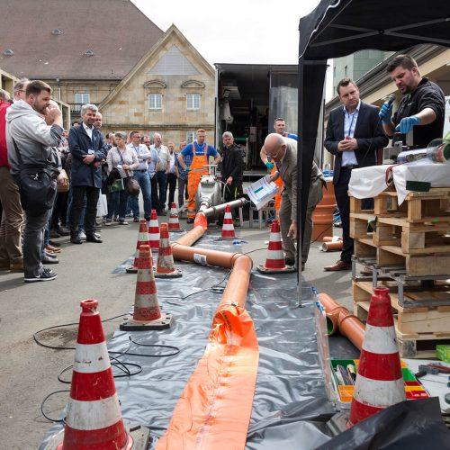 Technik zum Anfassen gab es im Rahmen der moderierten Außenvorführungen. Foto: TAH