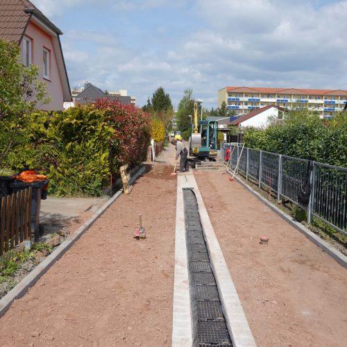 Im Klötzer Weg in Magdeburg war eine platzsparende Lösung für die dezentrale Behandlung und Versickerung von Niederschlagswasser gefragt.  Foto: Funke Kunststoffe