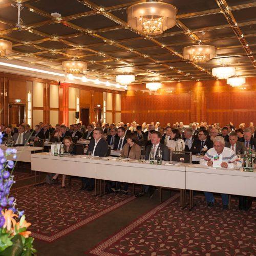 Rund 120 Vertreter der Mitgliedsunternehmen waren der Einladung zur Mitgliederversammlung des rbv nach Frankfurt am Main gefolgt. Foto: Rohrleitungsbauverband