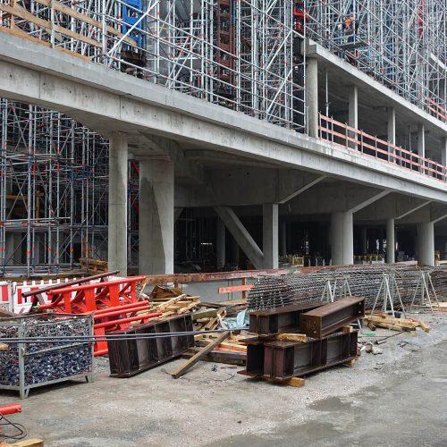 Für die vielen großdimensionierten Unterzüge in den Untergeschossen und im Erdgeschoss wurde die Schalung extra angepasst. Foto: ULMA