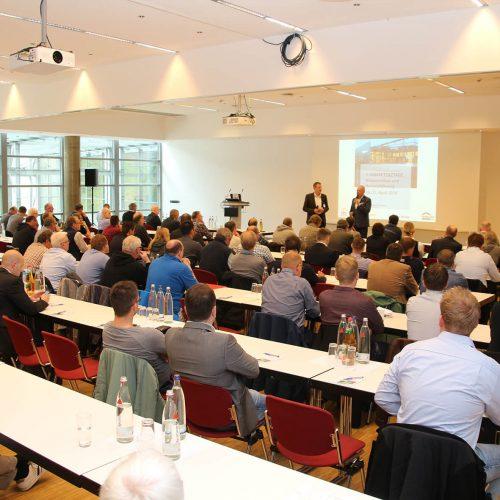 Rund 100 Teilnehmer verfolgten interessiert das Vortragsprogramm an den zwei Veranstaltungstagen. Foto: Rohrleitungsbauverband