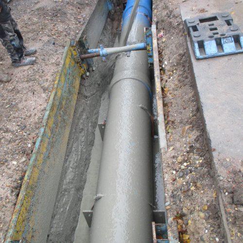 Die Verfüllung des Leitungsgrabens mit selbstverdichtendem Flüssigboden sparte deutlich Zeit. Foto: Funke Kunststoffe GmbH