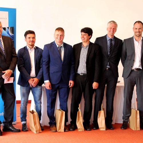 Die Absolventen des 12. Kölner Netzmeister-Lehrgangs können zu Recht stolz auf ihre Leistung sein. Foto: Rohrleitungsbauverband