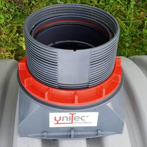 Eine ideale Kombination: Mit dem uniTec-Anschluss lassen sich problemlos Hausanschlüsse in das Profilrohr einbinden. Foto: Funke Kunststoffe GmbH