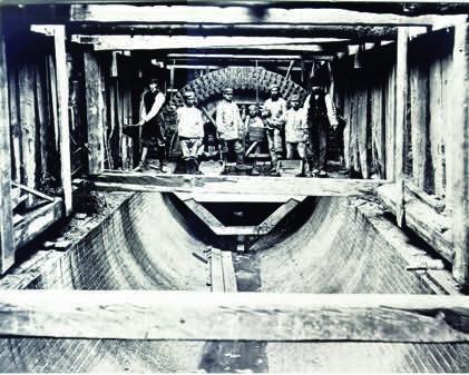 1872 entstand das Geest-Stammsiel, das noch heute zu den Hauptschlagadern des Hamburger Kanalnetzes zählt.  Foto: dpa/HAMBURG WASSER/chc
