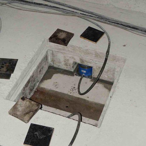 Jeweils zwei Pressen pro Schacht werden in den dafür vorgesehenen Aussparungen unter dem Trog platziert. Foto: thyssenkrupp Infrastructure