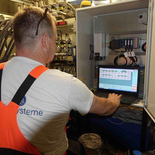 Die Synchron-Hubanlage wird per Rechner gesteuert.  Foto: thyssenkrupp Infrastructure