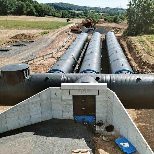Zu einer nachhaltigen und sicheren Wasserversorgung gehören Trinkwasserspeicher, die Verbrauchsspitzen abfedern und einen gleichbleibenden Druck im Netz sicherstellen. Foto: pixabay