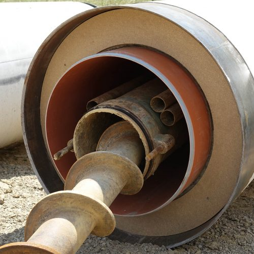 Die FABEKUN-Vortriebsrohre verfügen über ein innenliegendes Kunststoffrohr, welches von einem Betonrohr umgeben ist. Für den Vortrieb sind die Rohre mit einem Druckübertragungsring und den Schneckenführungsrohren ausgestattet. Foto: Gebr. Fasel Betonwerke GmbH