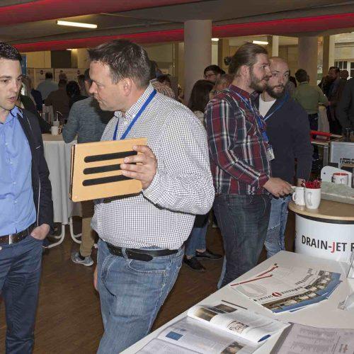 Was gibt es Neues in der Branche? In den forumsbegleitenden Fachausstellungen präsentieren die teilnehmenden Unternehmen ihre neuesten Entwicklungen. Foto: TAH