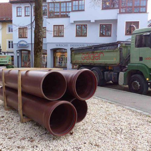 Für die Erneuerung des Mischwasserkanals in der Bahnhofstraße in Immenstadt kamen braune HS®-Kanalrohre zum Einsatz. Foto: Funke Kunststoffe