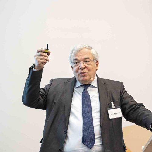 """""""Eine Verstetigung der Nachfrage ist eines der wichtigsten politischen Ziele"""", so der ehemalige HDB-Präsident Prof. Dr.-Ing. E.h. Dipl.-Kfm.Thomas Bauer. Foto: rbv"""