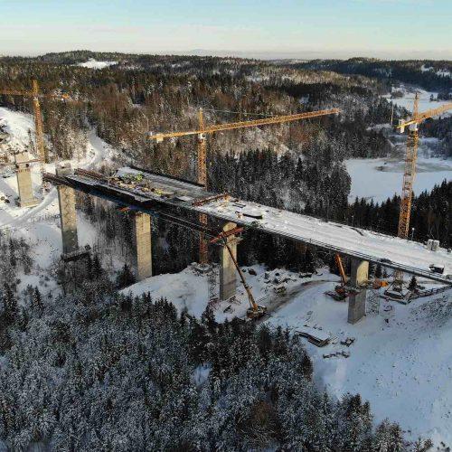 Die Stemmenbrua ist eine von 15 Brückenbauwerken, die mit den Trag- und Vorschubgerüsten aus Deutschland beim Ausbau der Europastraße E 18 errichtet wird. Foto: PNC Norge AS