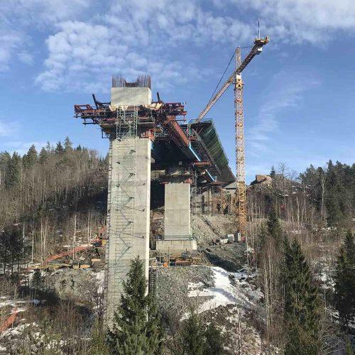 Die an der höchsten Stelle 55 Meter hohe Stemmenbrua wird als Hohlkastenquerschnitt ausgebildet. Foto: PNC Norge AS
