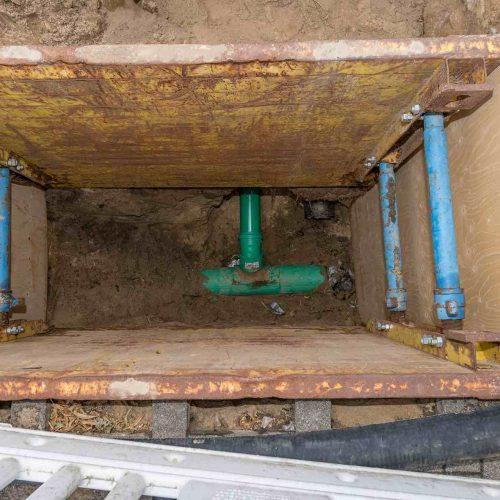Anbindung der vorhandenen Hausanschlüsse erfolgte in offener Bauweise über kleine Baugruben. Foto: DIRINGER & SCHEIDEL ROHRSANIERUNG