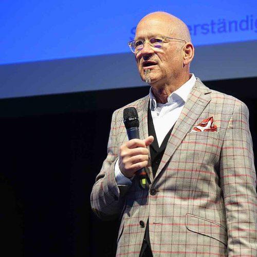Franz Hoppe führte traditionsgemäß durch das Programm auf dem Schlauchlinertag. Foto: TAH