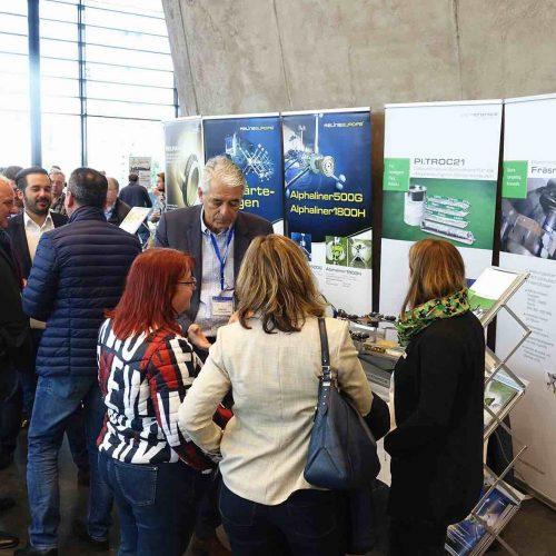 Informationen über aktuelle Entwicklungen in der Branche erhielten die Teilnehmer auf der forumsbegleitenden Fachausstellung. Foto: TAH