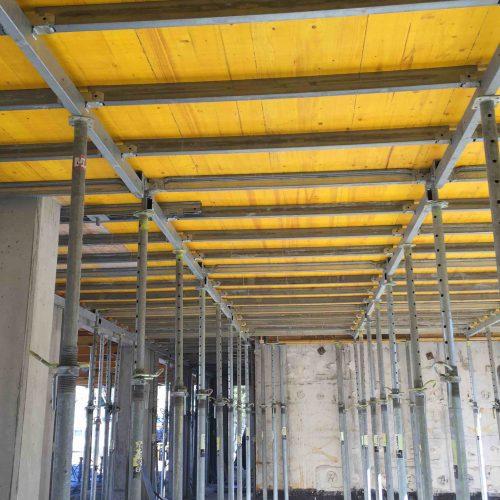ONADEK kann auf der Baustelle mit nur wenigen Handgriffen sicher von unten montiert werden. Foto: ULMA Construction GmbH