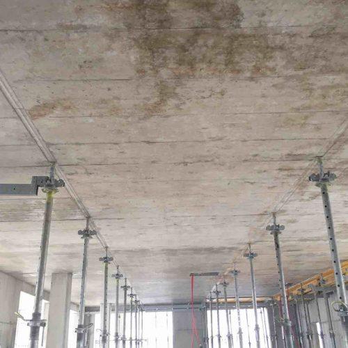 Nach dem (Früh-) Ausschalen verbleiben nur die ONADEK Köpfe und Stützen unter dem Beton. Alles andere kann bereits wieder für die fortlaufenden Einschalarbeiten verwendet werden. Foto: ULMA Construction GmbH