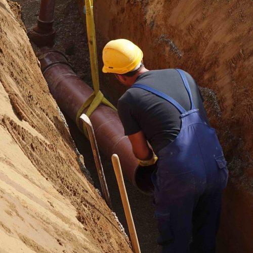 Die HS®-Rohre lassen sich wegen ihres geringen Gewichtes einfach transportieren und verlegen. Foto: Funke Kunststoffe