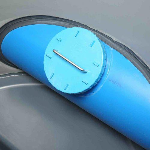 Die Durchführung der Regenwasserleitung ist werkseitig an dem Funke Kunststoffschacht vormontiert. Foto: Funke Kunststoffe