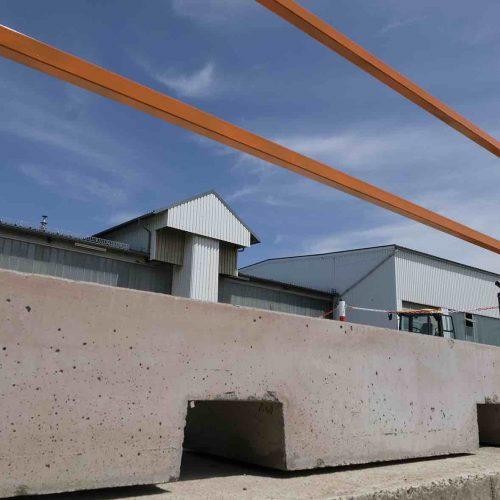 Vorgefertigte Aussparungen erleichtern die Aufnahme mit leichtem Baugerät. Foto: Gebr. Fasel Betonwerk GmbH