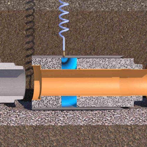 Das FABEKUN®-Teleskoprohr besteht aus zwei FABEKUN-Rohrstücken, die verschieblich über eine verlängerte Muffe innerhalb eines Kunststoffmantelrohres miteinander verbunden sind. Dabei ist das Kunststoffmantelrohr auf der Muffenseite des Teleskoprohres fest über Ankerbolzen mit dem Beton des einen FABEKUN®-Rohrstückes verbunden. Das zweite FABEKUN®-Rohrstück lässt sich dagegen innerhalb des Mantelrohres verschieben.  Foto: Gebr. Fasel Betonwerk GmbH
