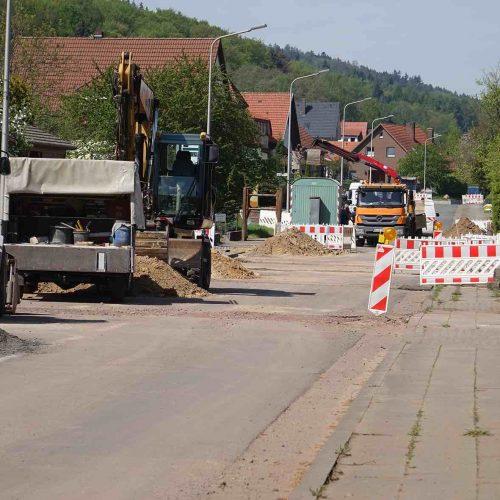 Auf rund 4,1 km Länge werden die Schäden an dem Schmutz- und Regenwasserkanal in Hille-Oberlübbe repariert. Hierfür werden jeweils kleine Baugruben errichtet. Auch neue Anschlüsse werden im Zuge der Sanierung hergestellt. Foto: Funke Kunststoffe GmbH