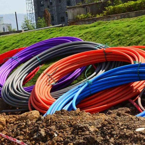 Um ein flächendeckendes Breitbandnetz in angemessener Geschwindigkeit nach den anerkannten Regeln der Technik und auf höchstem Qualitätsniveau zu errichten, gilt es zunächst, planungs- und bauseitig grundlegende Weichenstellungen vorzunehmen. Foto: pixabay
