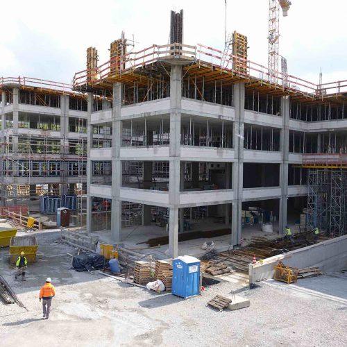 """Das moderne Bürogebäude """"Gerlingen Work"""" wird im Zentrum Gerlingens an der Kreuzung Dieselstraße/Feuerbacher Straße mit einer Bruttogeschossfläche von ca. 30.000 m² in konventioneller Stahlbetonskelettkonstruktion errichtet. Foto: ULMA Construction"""