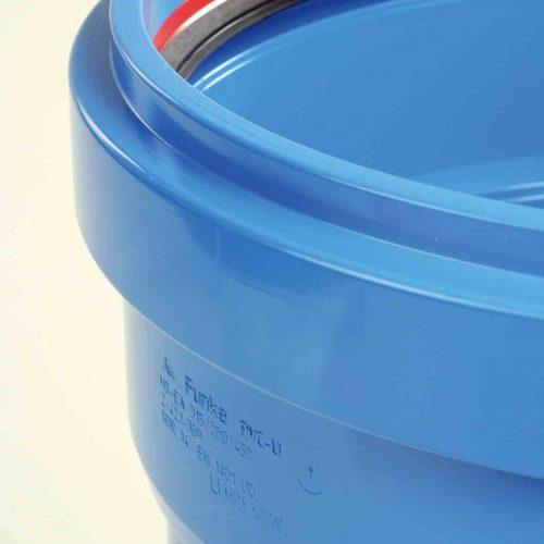 Alle Bauteile des HS®-Kanalrohrsystems bis DN/OD 500 verfügen über eine fest eingelegte FE®-Dichtung. Foto: Funke Kunststoffe