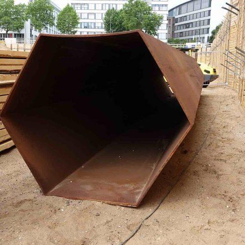 Der hexagonale Querschnitt erlaubte es die Profile direkt nebeneinander anzuordnen. Ein Überschnitt entfiel.  Foto: thyssenkrupp Infrastructure