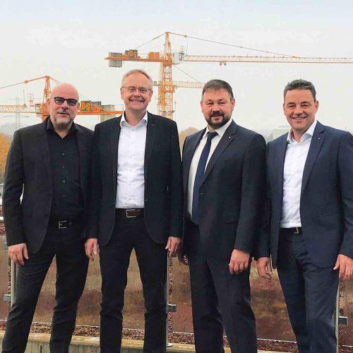 Markus Brechwald, Richard Mohr, Jürgen König und Tobias Volckmann (v.l.) Foto: DIRINGER & SCHEIDEL Rohrsanierung