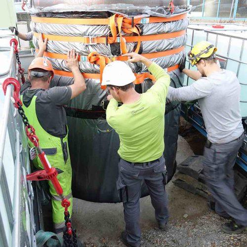 Ausrichten von Packer und Vertiliner® beim Einbau in das Pumpwerk. Foto: DIRINGER & SCHEIDEL ROHRSANIERUNG
