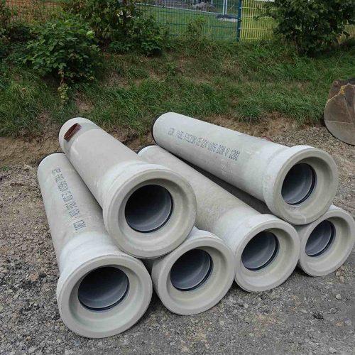 Die FABEKUN®-Kanalrohre aus Beton und PVC-U vereinen die Vorteile beider Werkstoffe in einem Rohr. Foto: Gebr. Fasel Betonwerk