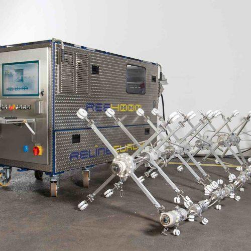 """UV-Aushärteanlage """"REE4000 UV.mobile"""". Diese Anlage beinhaltet die leistungsfähigste UV-Aushärtetechnologie am Markt und bietet dem Sanierungsunternehmen höchste Flexibilität auf der Baustelle. Foto: RELINEEUROPE AG"""