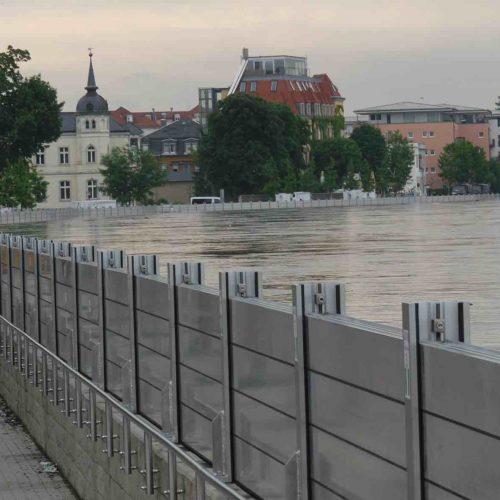 Das Dammbalkensystem von thyssenkrupp Infrastructure bietet zuverlässigen Schutz gegen Überschwemmung. Foto: thyssenkrupp Infrastructure