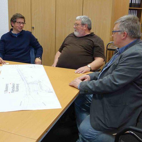 Bei der Baubesprechung: Lars Möhring, SM Consult GbR, Reinhold Daimer, Stadtbetriebe Ennepetal und Funke-Fachberater Frank Recknagel (v.l.n.r). Foto: Funke Kunststoffe GmbH