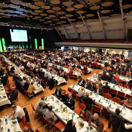Austausch in geselliger Runde: Der Grünkohlabend in der Weser-Ems-Halle ist vom Oldenburger Rohrleitungsforum nicht wegzudenken. Foto: iro/Hauke-Christian Dittrich