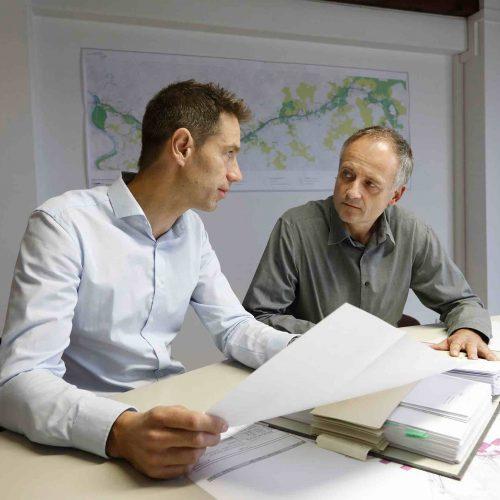 Die Klärung von Fragen zum Procedere oder Informationen zu den Anforderungen der RAL-Gütesicherung zählen zu den Gesprächsbausteinen zwischen Prüfingenieur, Auftraggebern und Planern. Foto: Güteschutz Kanalbau