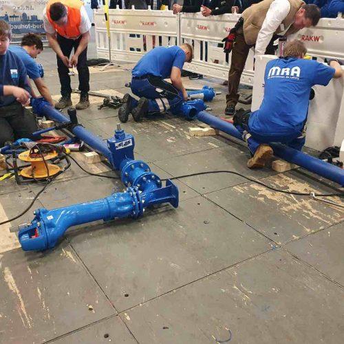 Aufgabe im Rahmen der Rohrleitungsbau-Challenge war die fachgerechte Herstellung einer simulierten Trinkwasserleitung DN 100/80. Foto: rbv
