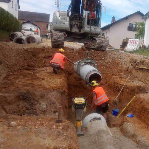 Die FABEKUN®-Rohre waren auf der Baustelle gut zu handhaben. Dass trug zu einer schnellen und sicheren Verlegung bei. Foto: Abel & Weimar Straßen- und Tiefbau GmbH