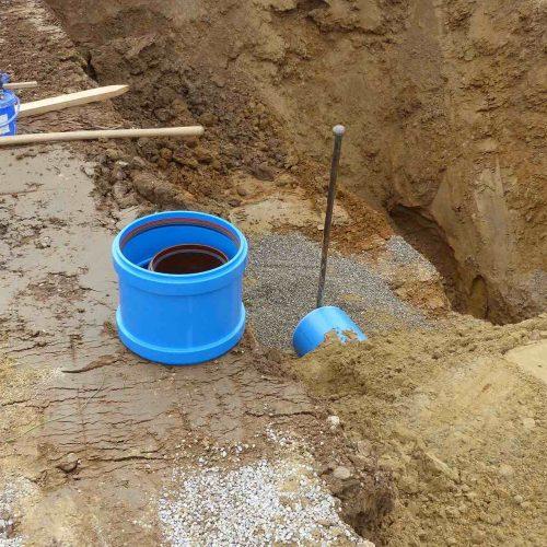 Aufgrund der Werkstoffeigenschaften sind HS®-Kanalrohre auf der Baustelle leicht zu handhaben und einfach zu verlegen. Foto: Funke Kunststoffe GmbH